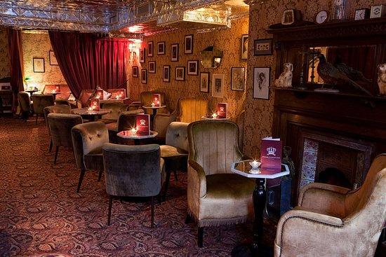 valentines date vintage cocktail bar